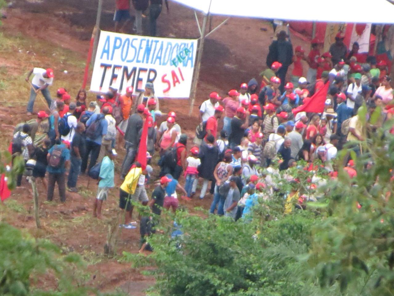 Lula visita acampamento do MST em Itatiaiuçu nesta manhã