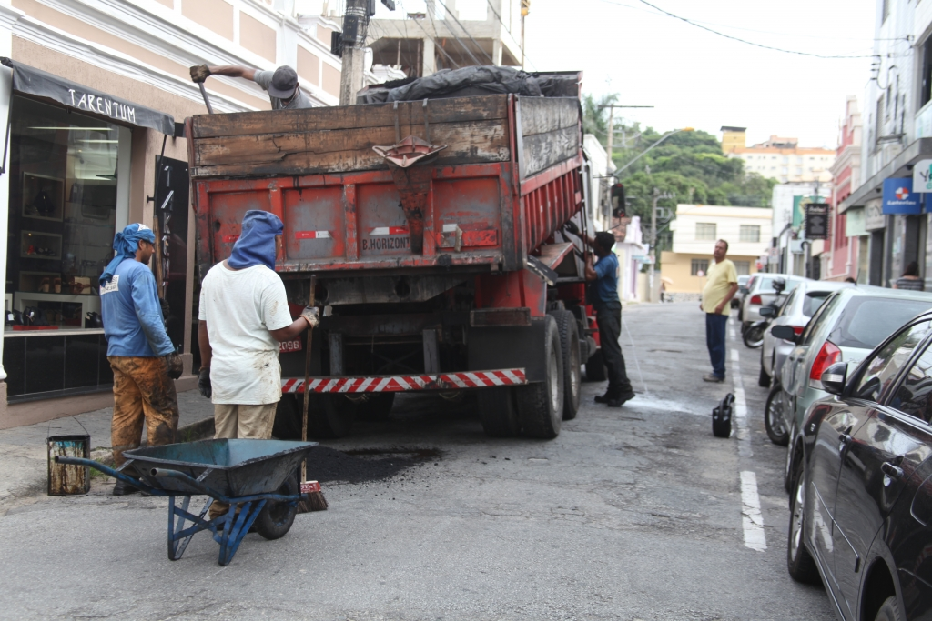 Rua Melo Viana ficará interditada amanhã para pavimentação