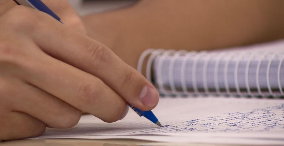 Atividades para alunos da rede municipal estão disponíveis nas escolas