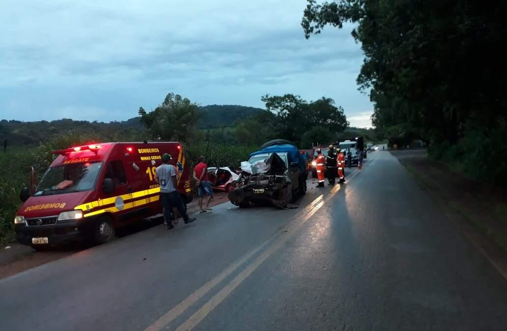 Homem morre após batida entre carro e caminhonete