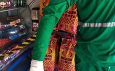 Coletor de lixo corta a mão com vidro; veja como fazer descarte correto