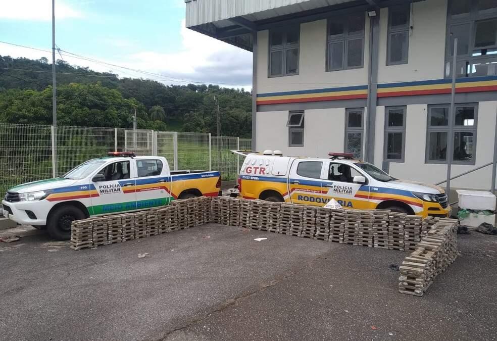 Polícia Militar Rodoviária apreende mais de uma tonelada de maconha em Mateus Leme
