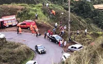 Mulher morre após carro cair em ribanceira em Brumadinho