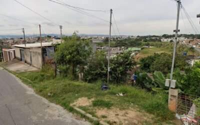 Vizinho encontra corpo; filha de ocupantes está desaparecida