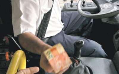 Saritur condenada por motorista acumular função de cobrador