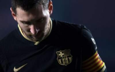 Barcelona anuncia saída do craque Lionel Messi do clube