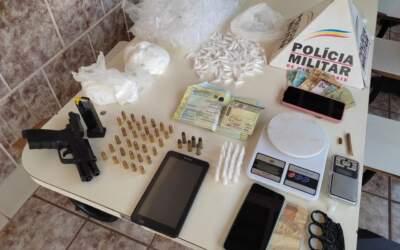 Drogas e arma são apreendidas com dupla em Itatiaiuçu