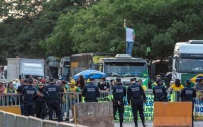 Caminhoneiros já bloqueiam estradas em 8 estados pelo País