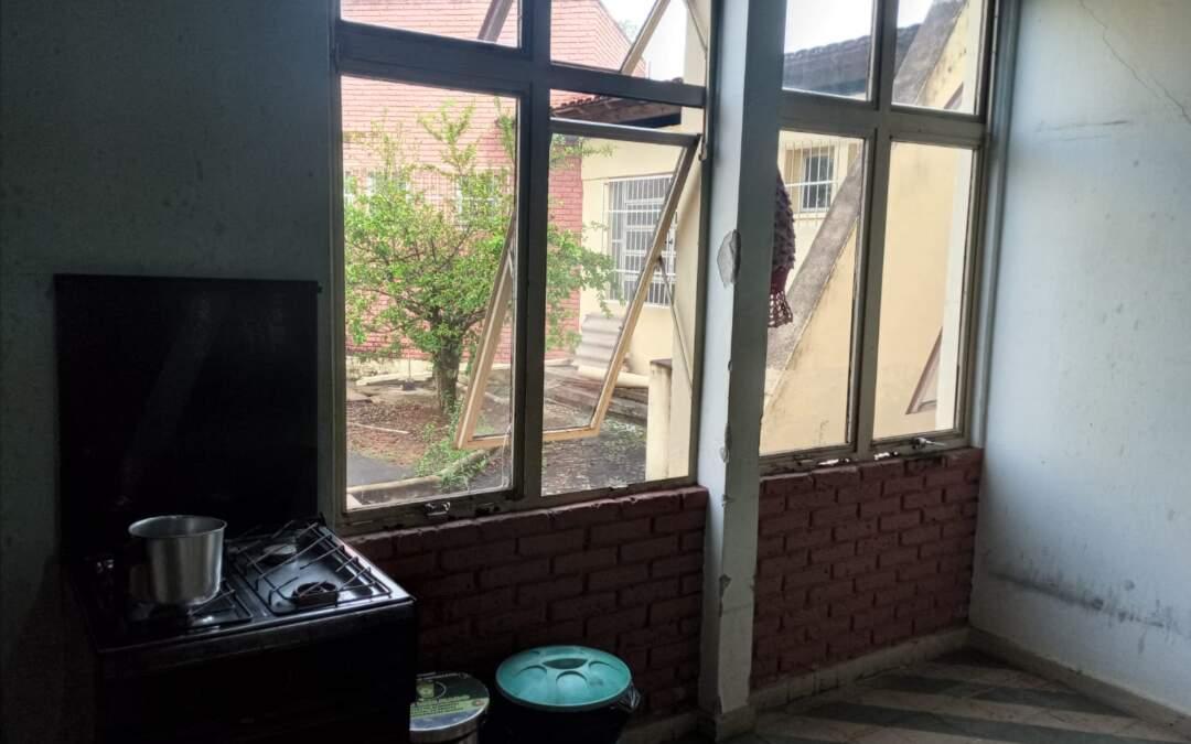 Criminosos invadem Unidade de Saúde em Itaúna e furtam eletrodomésticos